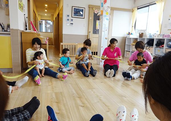 身体機能やコミュニケーション機能の発達等を目的とするミュージック・ケア(加賀谷式集団音楽療法)を実施しました